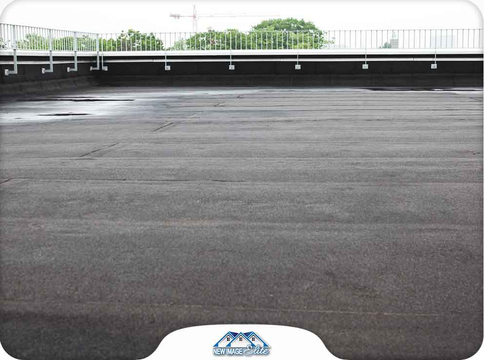 The Key Components of a Commercial Roof Maintenance Plan